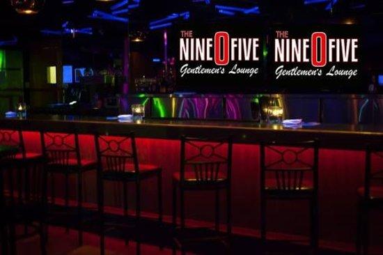 The Nine-0-five Lounge